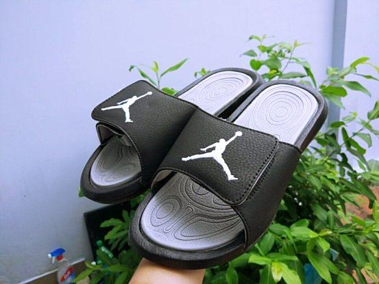 dép Jordan đen xám