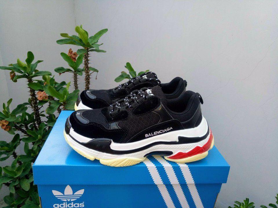 Giày Balenciaga Triple S đen ảnh 1