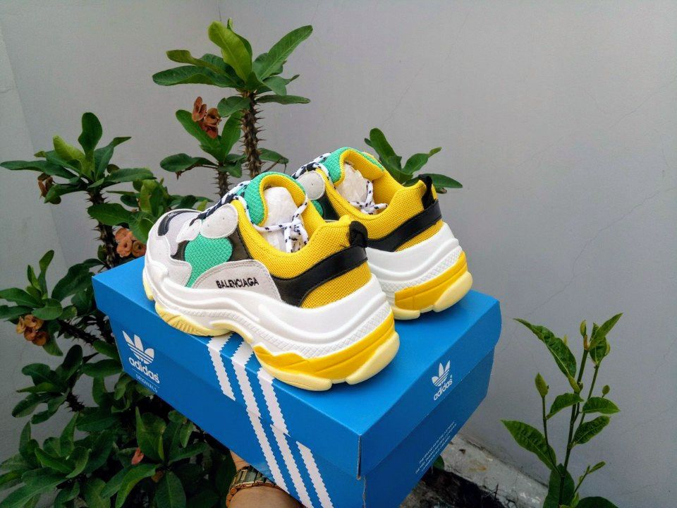 Giày Balenciaga Triple S vàng ảnh 1