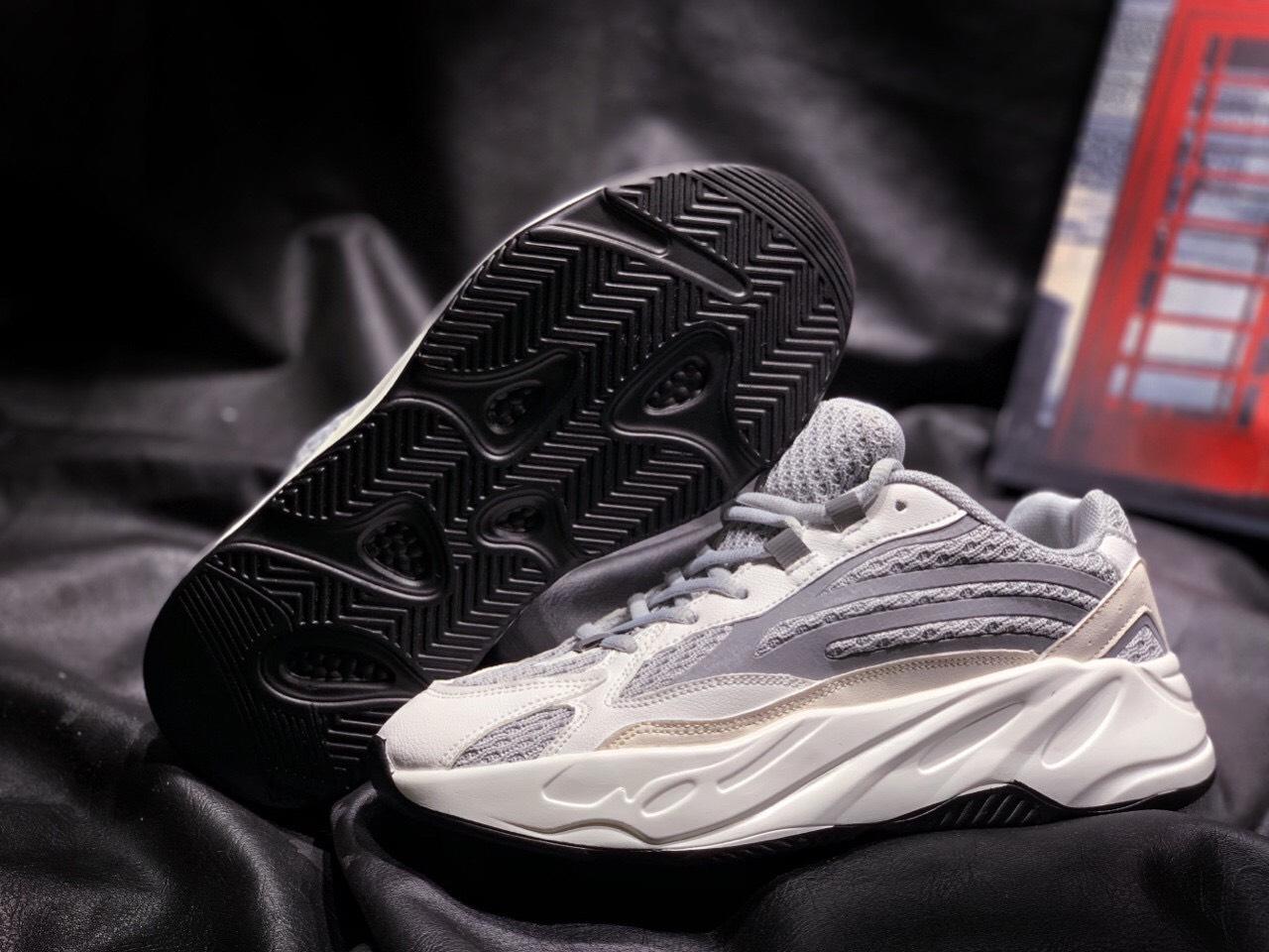 giày adidas yeezy 700 màu trắng
